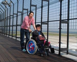 神戸のユニバーサルツーリズムの取り組み「KOBE どこでも車椅子」 利用者は無料で車椅子を借りることができる 引用:city.kobe.lg.jp